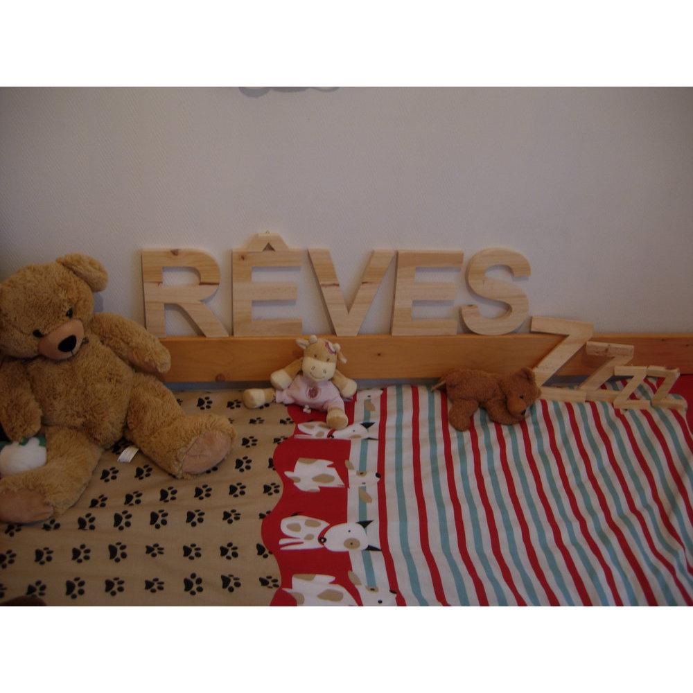 lettre en pin d corative 25 cm avec crochet. Black Bedroom Furniture Sets. Home Design Ideas