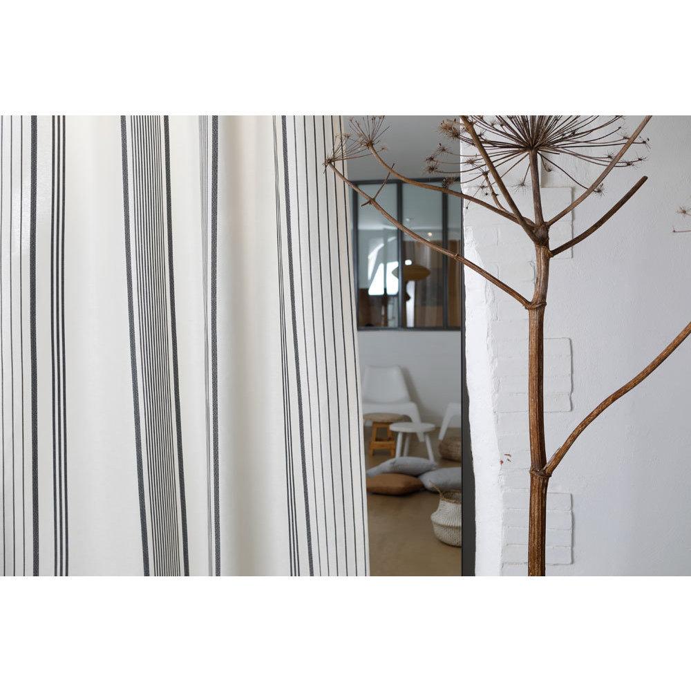 rideau gris et blanc. Black Bedroom Furniture Sets. Home Design Ideas