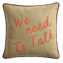 "Coussin message ""We need to talk"""