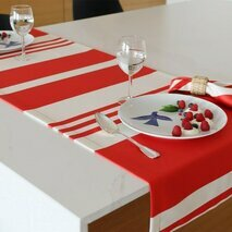 Chemin de table rouge Pampelune